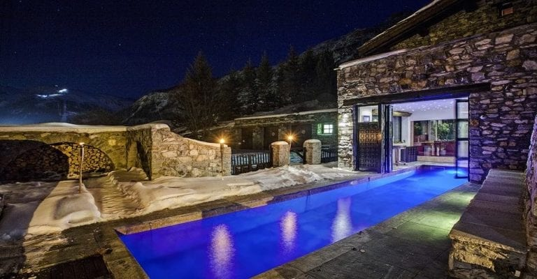 outdoor swimming pool ski chalet val d'isere