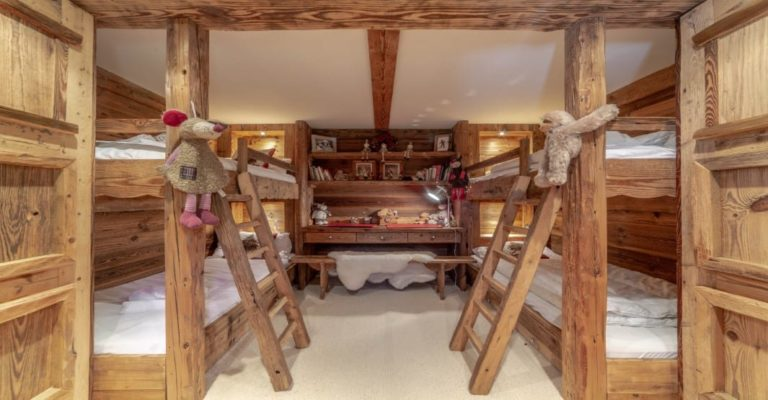 Chalet Tichka 5 Bedroom - sleeps 10, Meribel Le Raffort